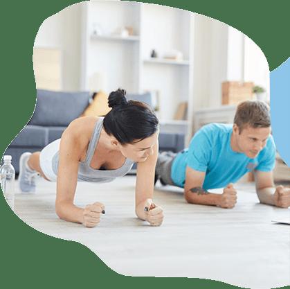 Frau und Mann treiben Sport